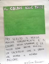 Ich habe Grün gewählt, weil es gewöhnlicherweise die Farbe der Hoffnung ist und Steuern auch das sind: ein Opfer, von dem man hofft, dass es die Welt bessert. Guido Roncarati Klasse III E